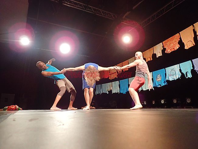 La danse contemporaine à la rencontre de Mayotte et du slam