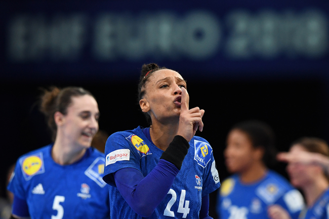 France's pivot Beatrice Edwige (C) gestures as she celebrates after winning the EHF EURO 2018 European Women's Handball Championship Final match between Russia and France at the AccorHotels Arena in Paris, on December 16, 2018. (Photo by FRANCK FIFE / AFP)